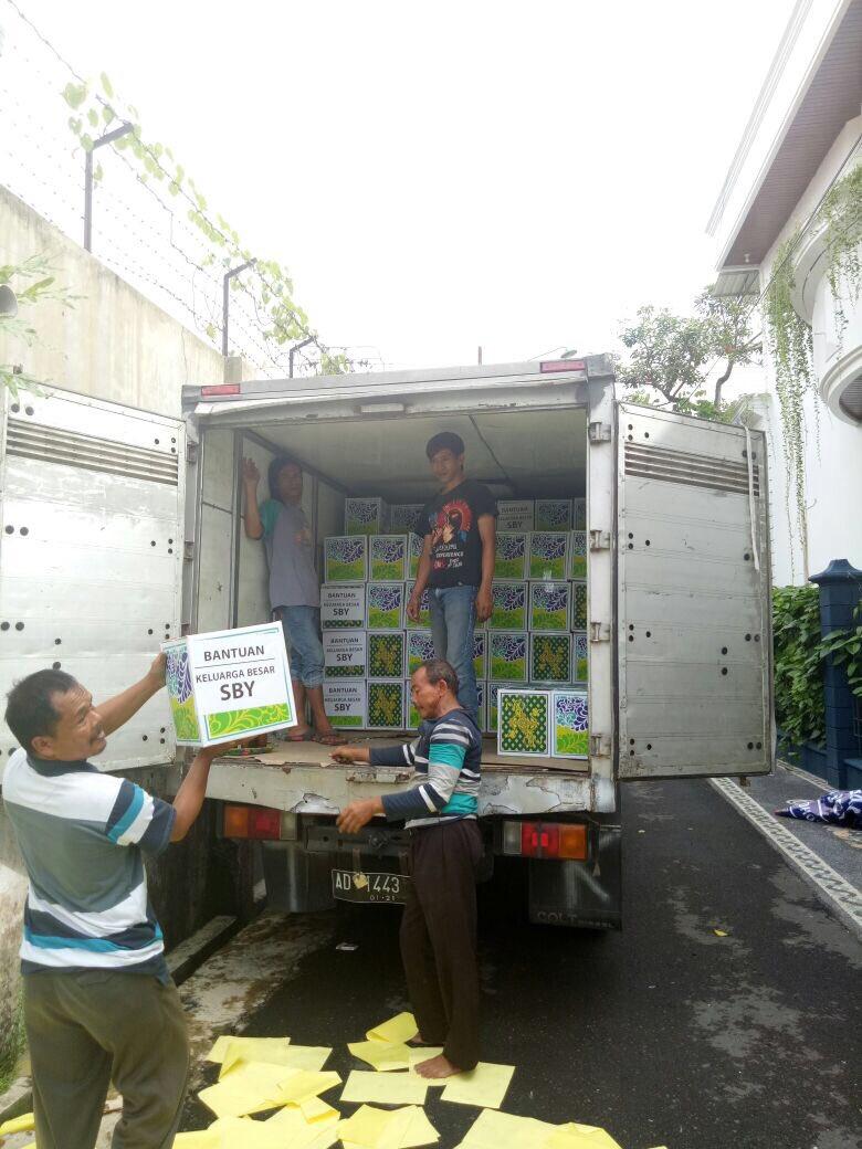 SBY Sumbang 10 Truk Bantuan untuk Korban Bencana – Situs