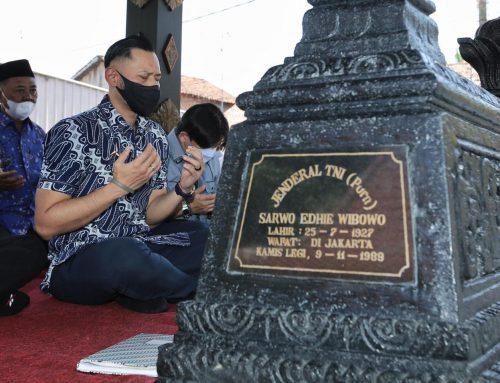 Jelang Ramadhan, Ketum AHY Ziarah ke Makam Sang Kakek, Sarwo Edhie Wibowo