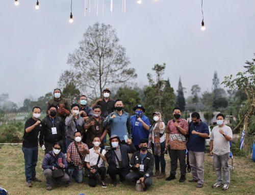 Di Kaki Gunung Ungaran, Ketum AHY Ngobrol dengan Para Kader dan Awak Media