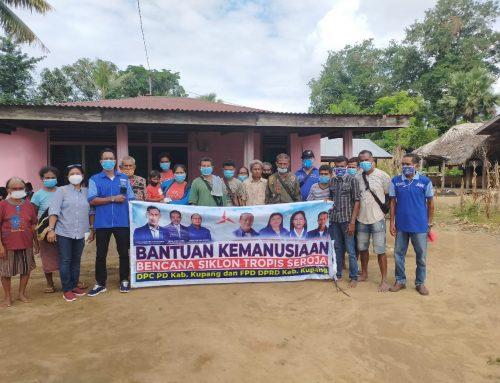 Demokrat Kabupaten Kupang Bagi Sembako dan Hygiene Kit untuk Korban Badai Seroja di Perbatasan RI-RDTL