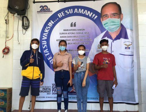 Demokrat NTT Vaksin Ratusan Warga Jelang HUT ke-20